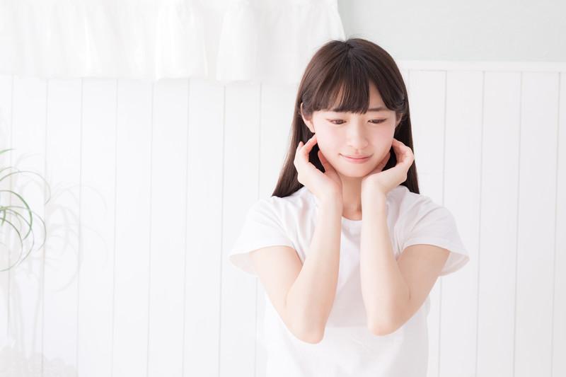 簡単に首や肩、呼吸が楽になる 「耳ひっぱり」